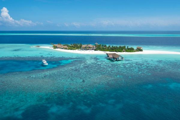 Voavah Private Island by Four Seasons