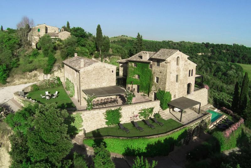 Villa Tuscan Rose